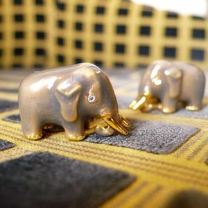 The Met Accessories - Metropolitan Museum GoldPlated Elephant cufflinks